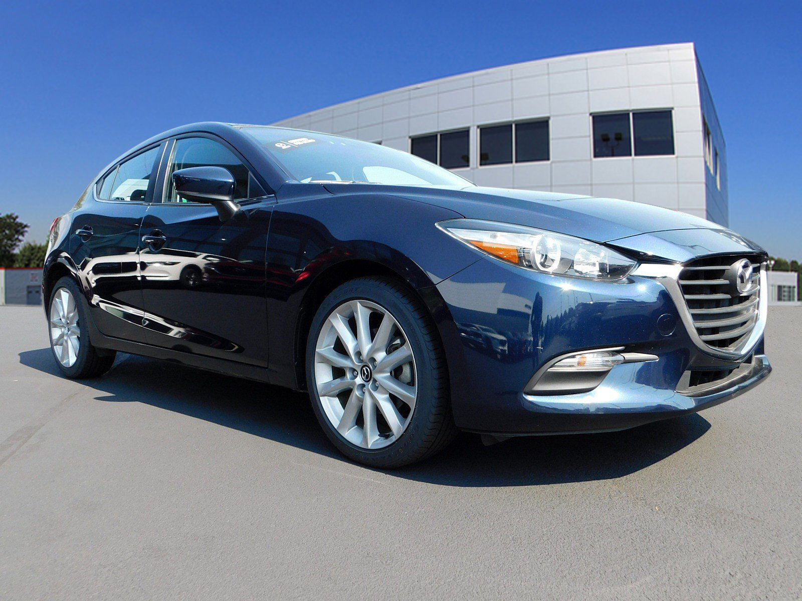 Pre-Owned 2017 Mazda3 5-Door Touring 2.5